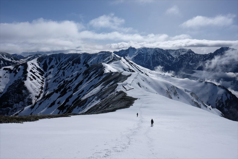 【残雪期・雪山登山】笠ヶ岳~急登の先に待つ絶景の稜線歩き~