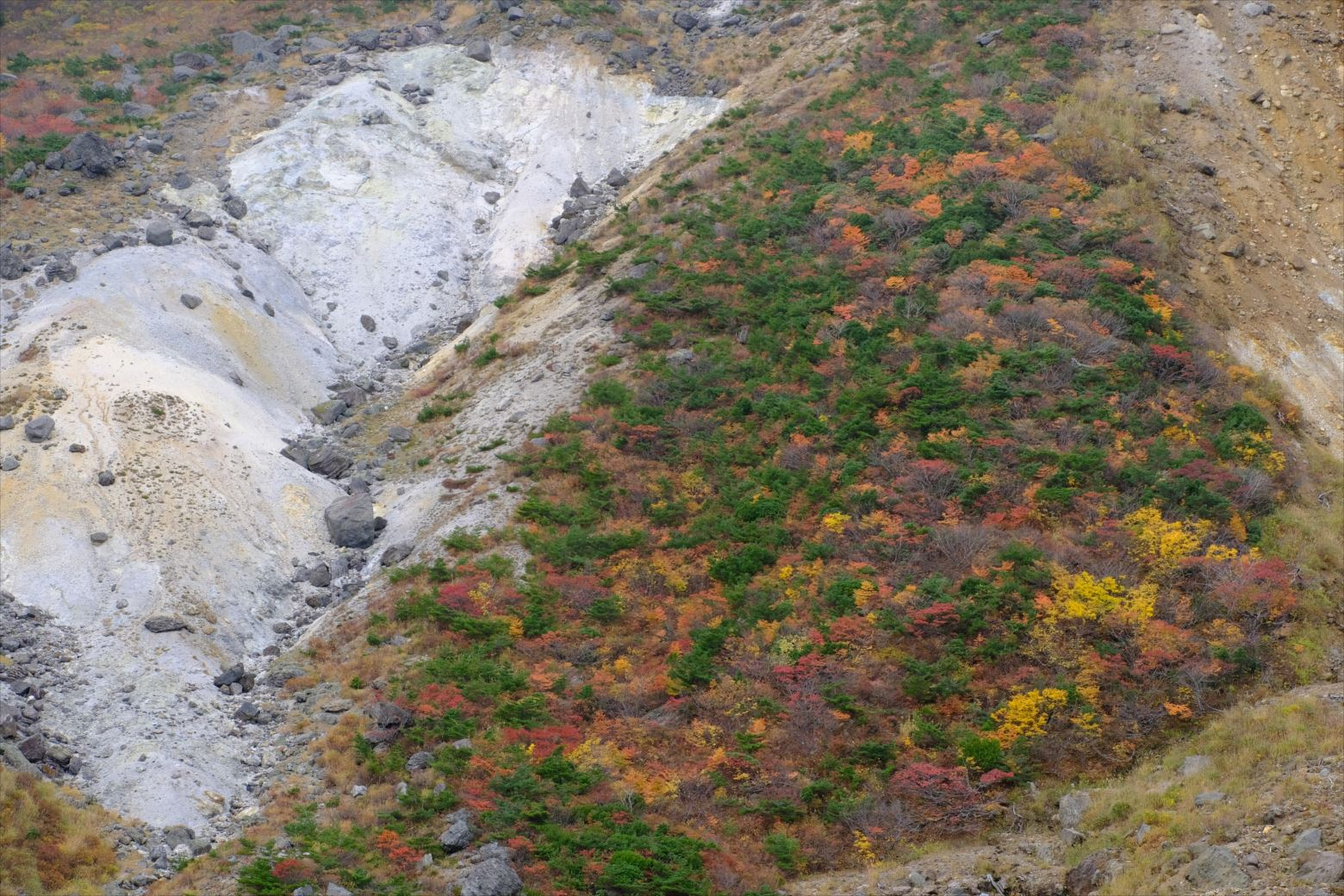 【紅葉登山】安達太良山~ロープウェイで行く紅葉、温泉、滝めぐり~