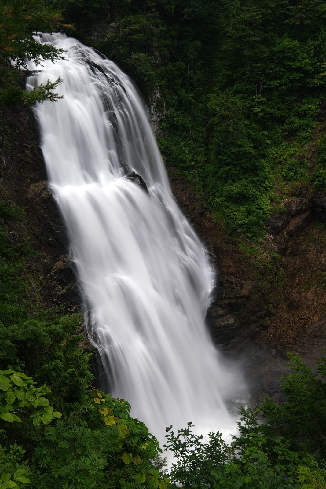 滝や川の写真を流して撮る方法【NDフィルター有 or 無】